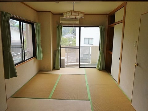 Tatami room is very confortable and easy to take care of.